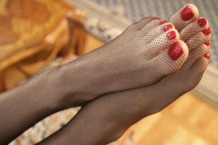 смотреть фото женские ступни и пальчики в чулочках