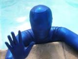 swimming-in-zentai-16