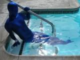 swimming-in-zentai-17