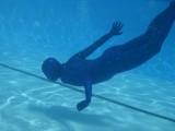 swimming-in-zentai-28