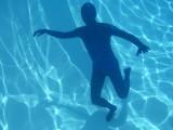 swimming-in-zentai-32