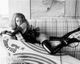 latex-fashion-07-latex-stockings-gloves-daria_werbowy_by-steven_meisel